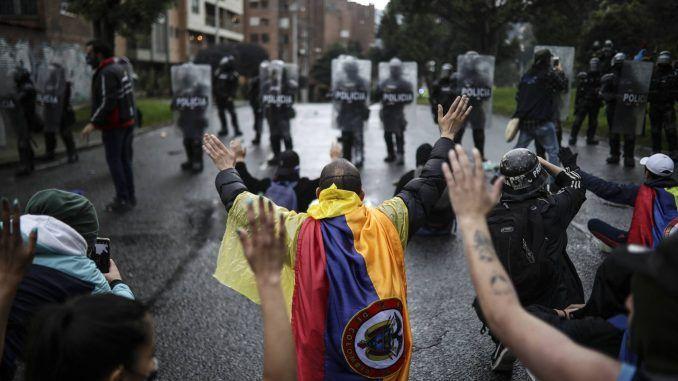 La Policía Nacional dio a la protesta social el tratamiento de guerra, dice una misión internacional